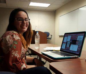 Maria Ramos Alamo en su escritorio.